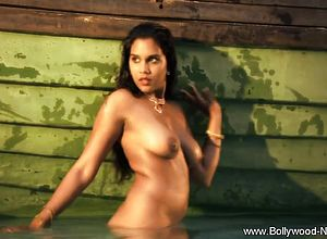 indian,solo Female,striptease